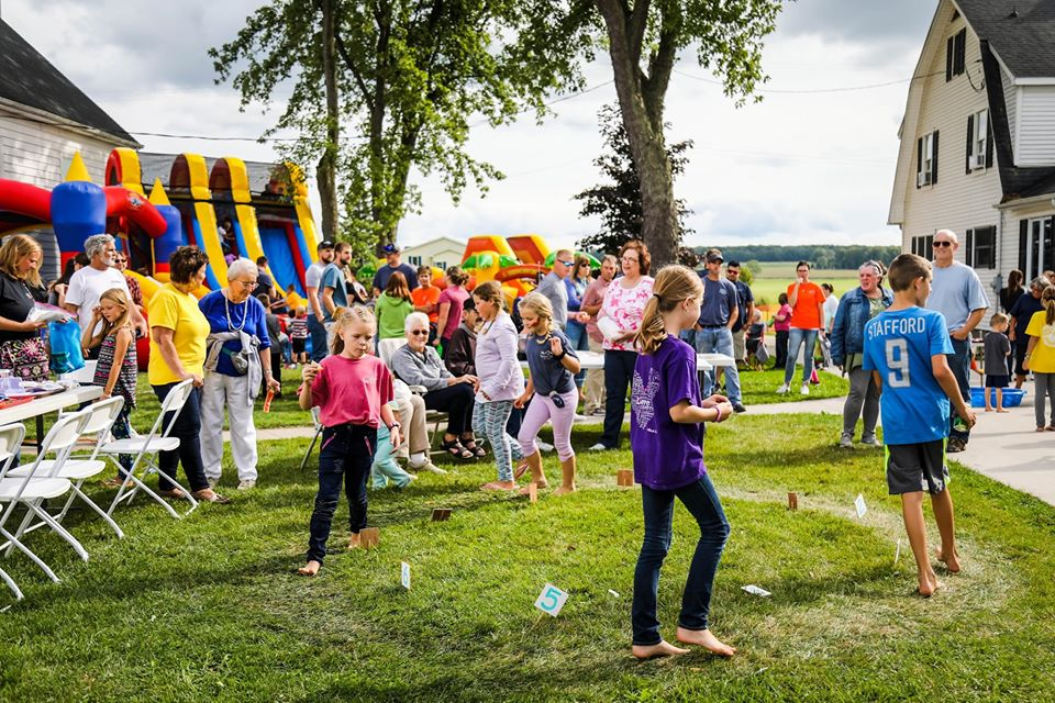 crowd photo with kids games